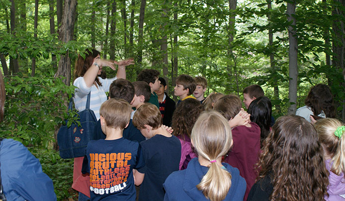 School field trip at Reeves-Reed Arboretum